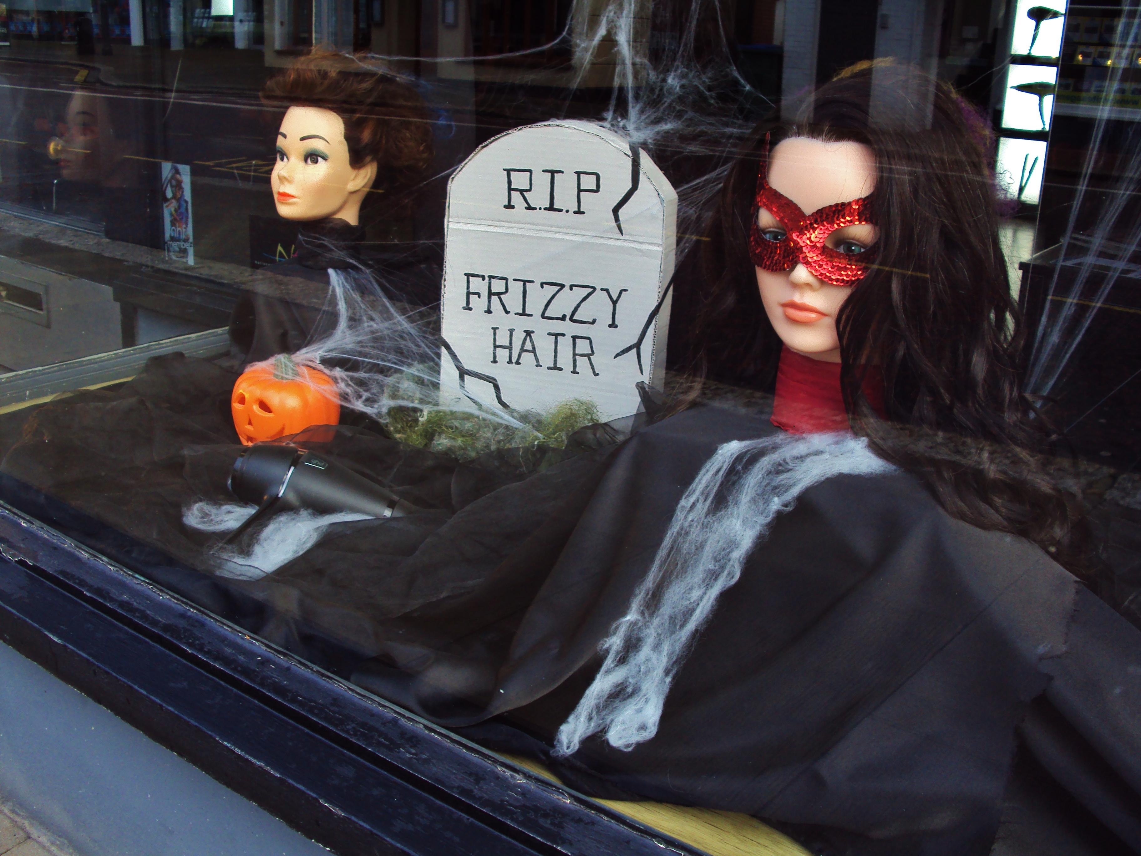 Halloween Shop Displays.Eeek Halloween Shop Window Displays In West Street Fareham