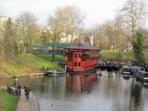 Feng Shang Chinese Restaurant, Regent's Park Canal, north of Regent's Park...