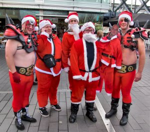 Several Santas, good enough to pose for me outside the Royal Festival...and a Merry Christmas to all...:)